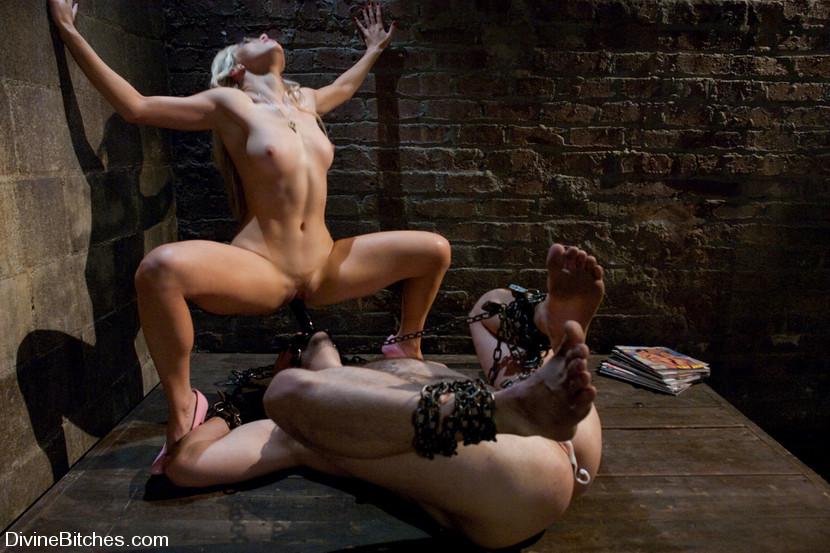 сексуальные рабы фото и видео никак может разродиться