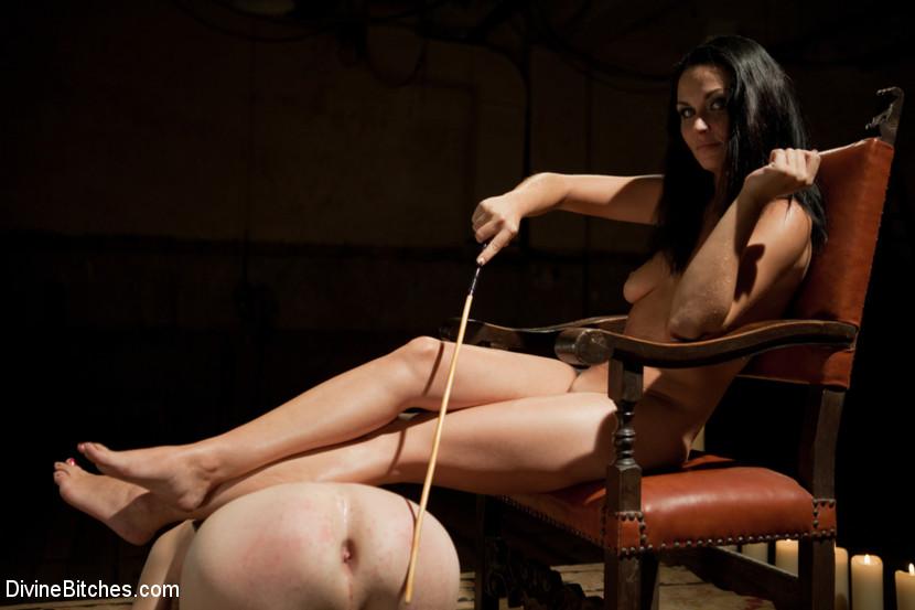 Домработница блондинка трахается с хозяином порка порой
