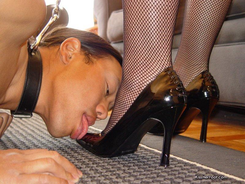 порно ролик лизать туфельки время