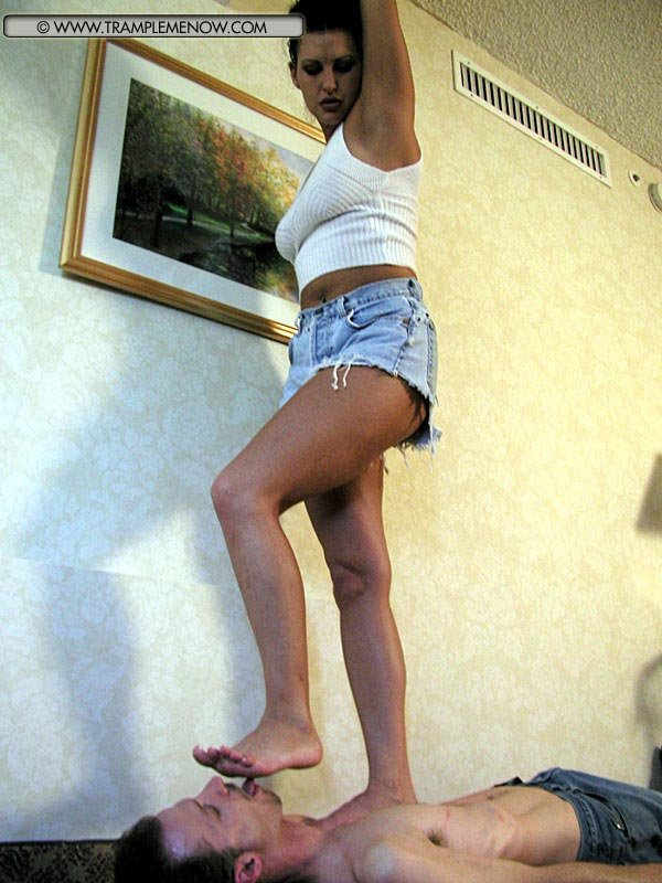 Ногами женщина трамплинг